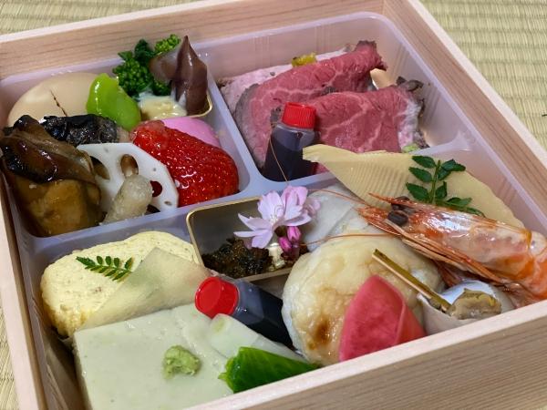 春の折詰その2(生モノ控えてローストビーフ ご飯は別容器) 6480円